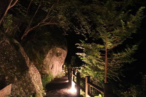 昇仙峡 仙娥滝 ライトアップと竹灯籠のあかり 仙娥滝から金渓館までの道のり (3)