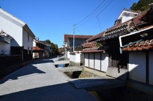 横田家住宅(沖田屋)と甍街道の町並み