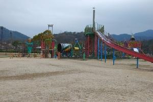 瀬野川公園の大型遊具