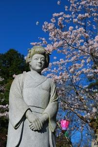 阿久利姫の銅像