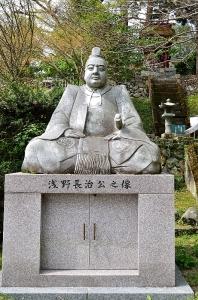 浅野長治公 石像