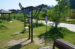 大津泊庭園にある健康器具