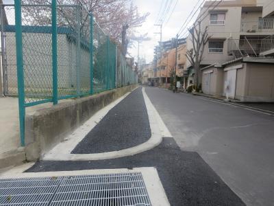 水路が歩道に整備2
