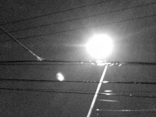 フリー画像夜の街燈