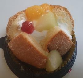 ふわっとフルーツのケーキ02