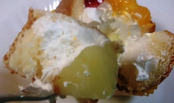 ふわっとフルーツのケーキ03