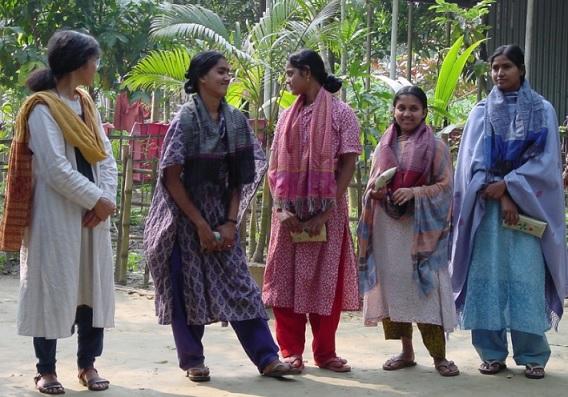 2016-7-9バングラの女性