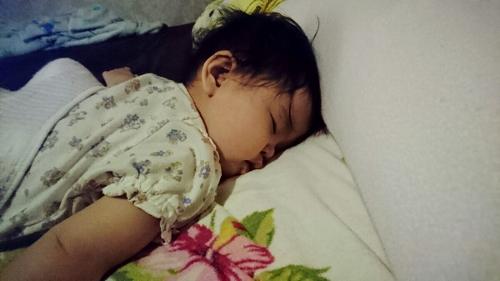 寝ている愛娘いちご (500x281)