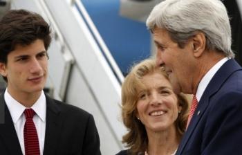 newsケネディ大使、長男と共に米国務長官を出迎え G7外相会合2