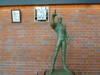 2016年4月北斗のケンの像の1