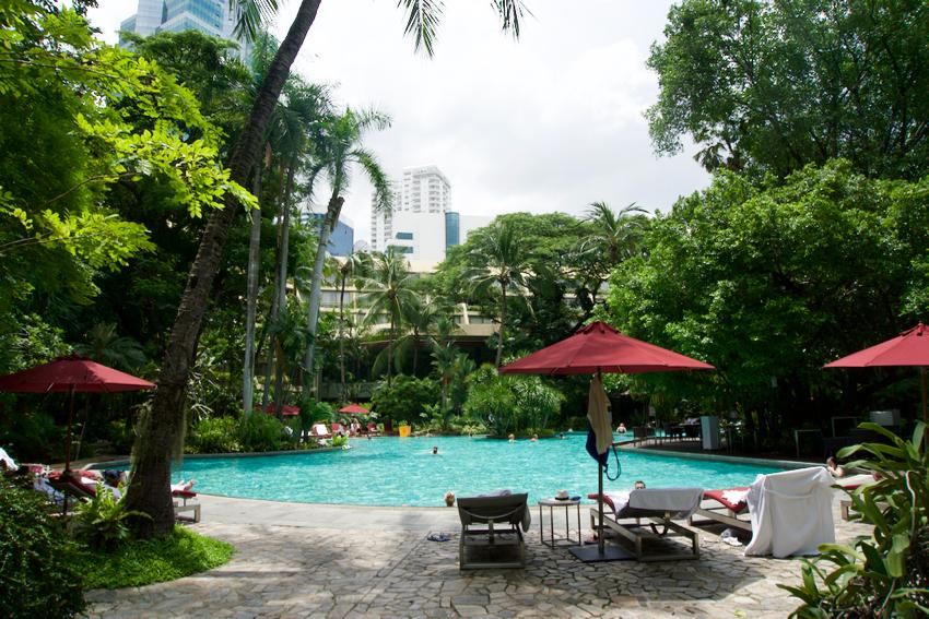 バンコク旅行記 ホテルのプール