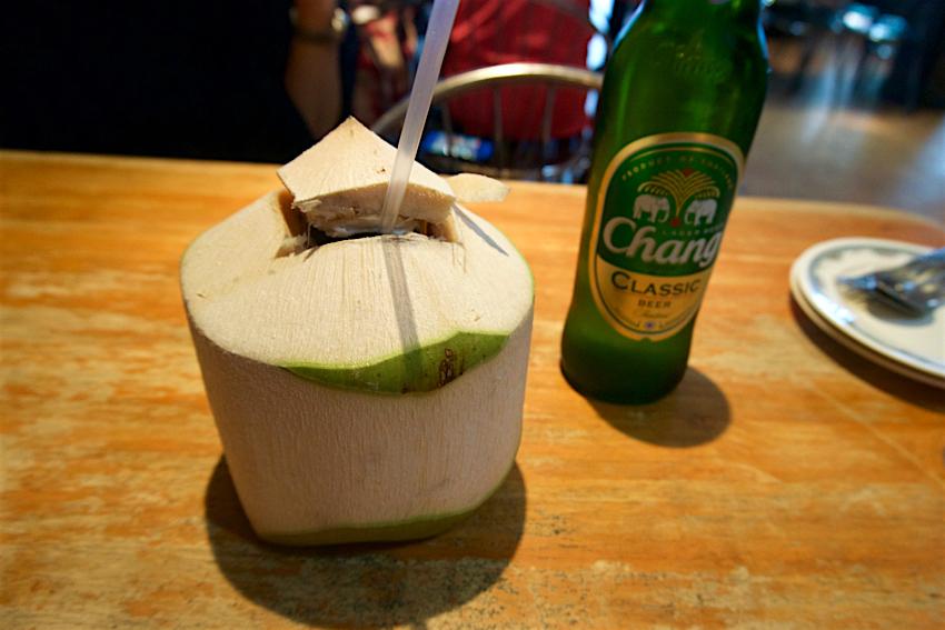 バンコク旅行記 ソイポロフライドチキン、ココナッツジュース&チャンビール