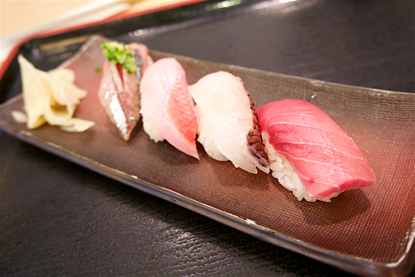 バンコク旅行記 成田空港、お寿司