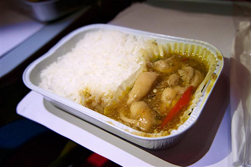 バンコク旅行記 エアアジア機内食、ガパオ