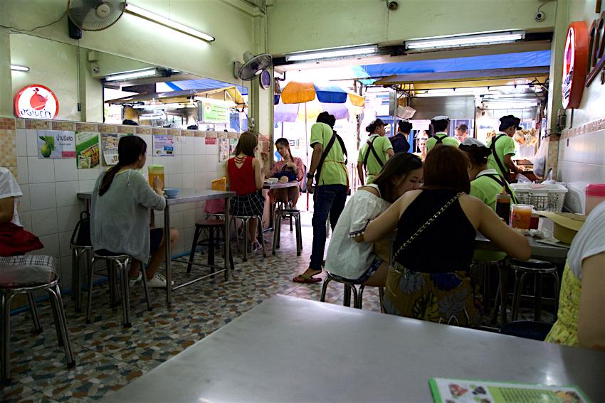 バンコク旅行記 緑のカオマンガイ 内観