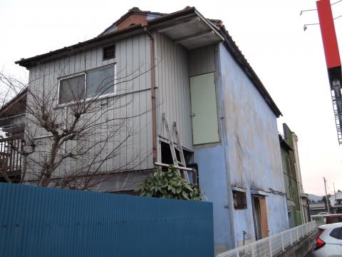 この家の2階には、ハシゴで昇るのかな!①