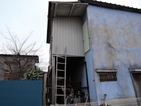 この家の2階には、ハシゴで昇るのかな!②
