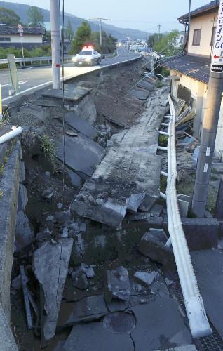 地震後益城町2