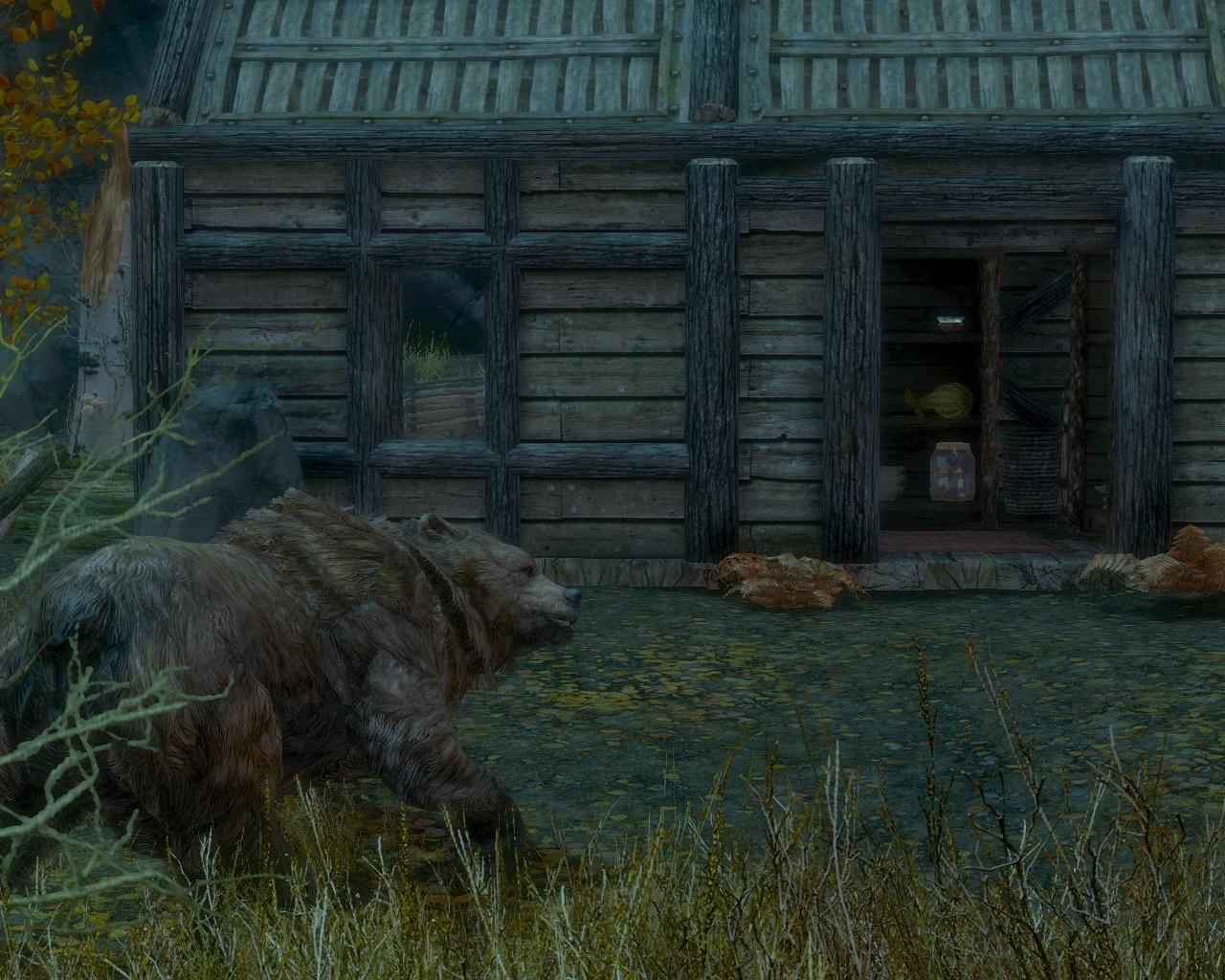 03小屋の入口に熊