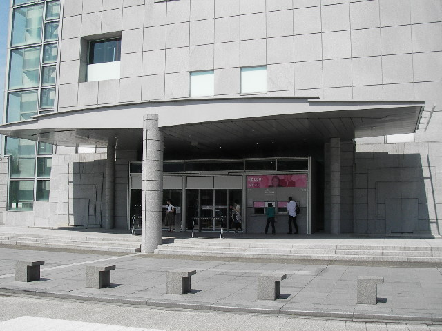 京都国立近代美術館玄関201606