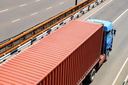 長距離トラックに使われるトラック