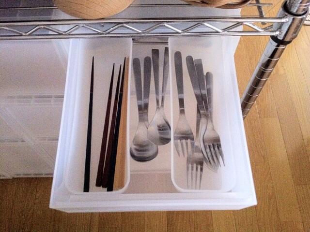 お箸、ディナースプーン、ディナーフォークとバターナイフを。