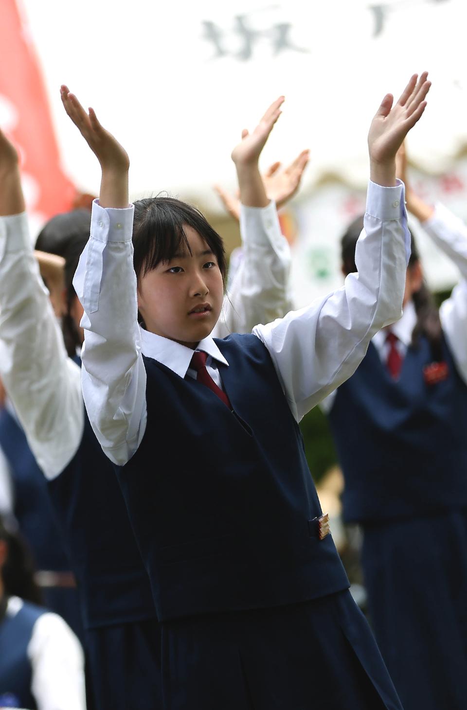 山村国際高校鳴子連.jpg