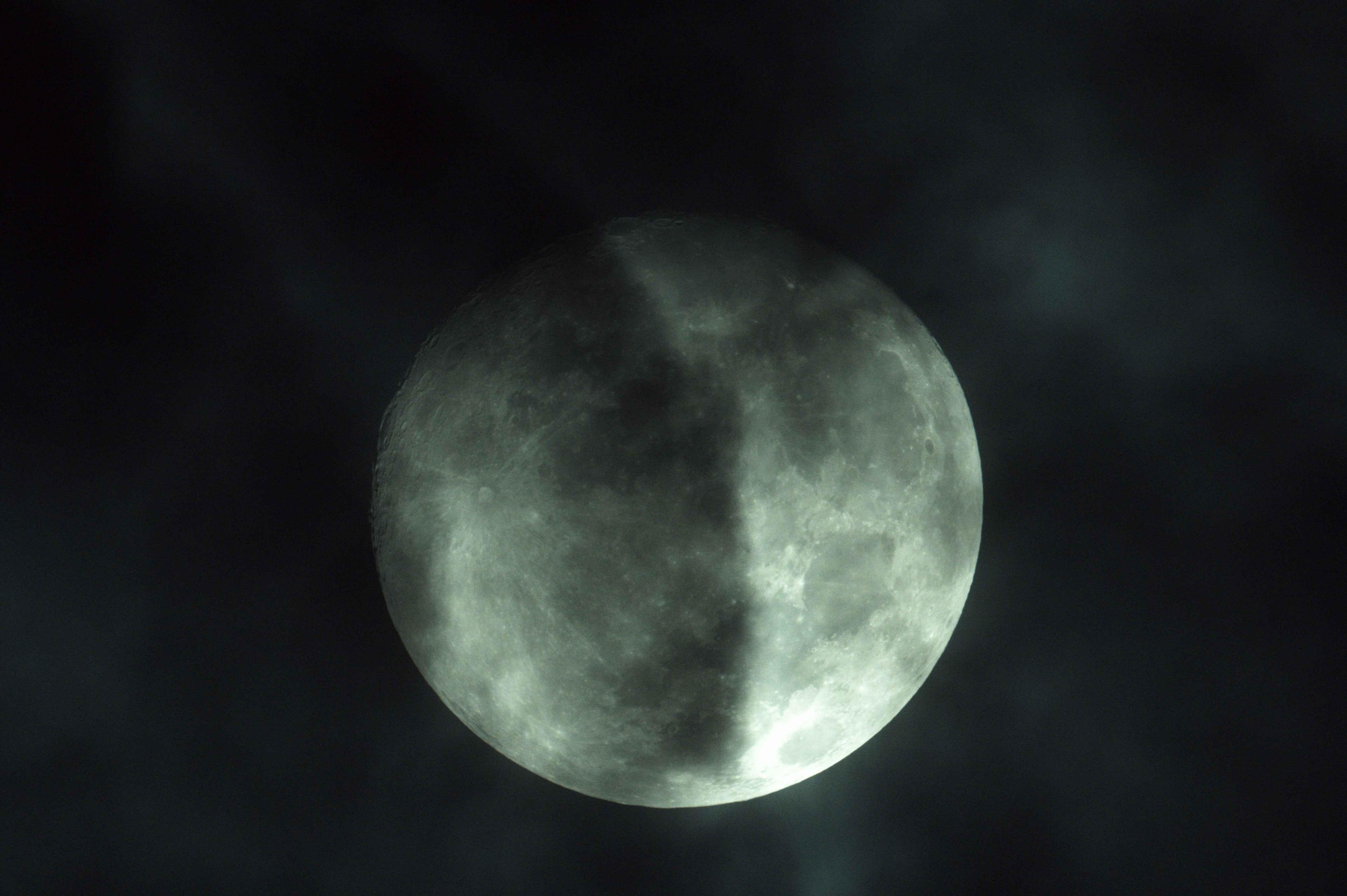 雲の中の月c