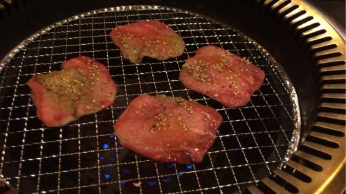 大阪新世界通天閣付近の焼肉屋【味斗】上タン