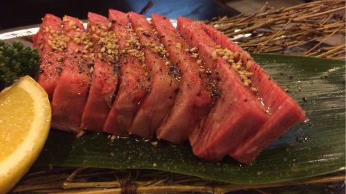 大阪新世界通天閣付近の焼肉屋【味斗】極上ハネシタステーキ