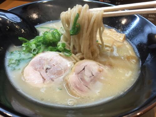 大阪新世界通天閣付近ラーメン戎一代鶏醤油パイタンラーメン麺
