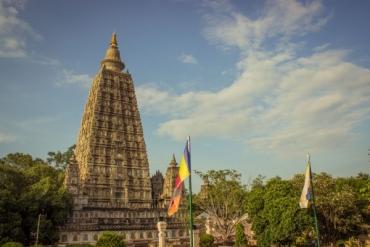 ブッダガヤの大菩提寺(マハーボーディー寺院)-600x400