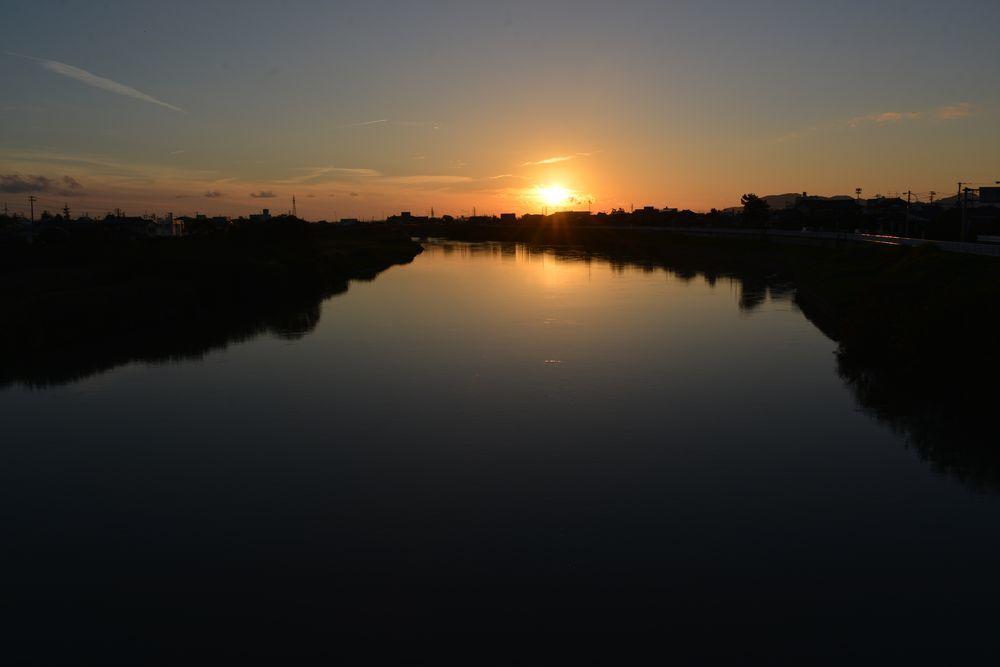 川に夕陽-1