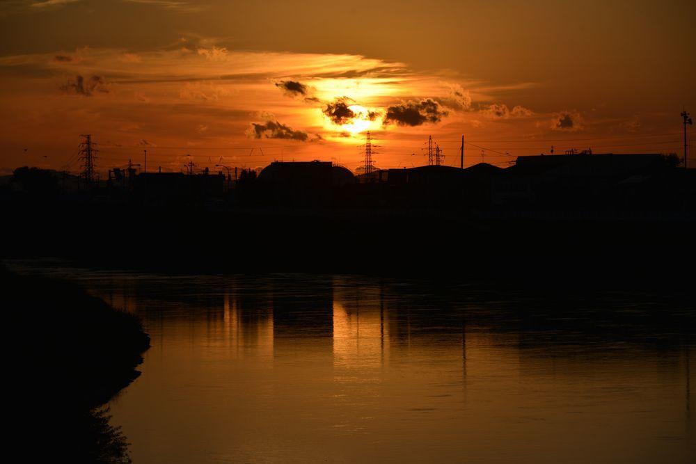川に夕陽-2
