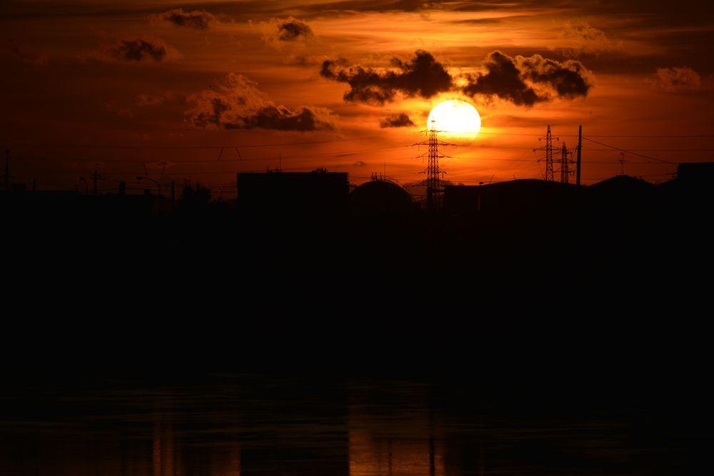 川に夕陽-3