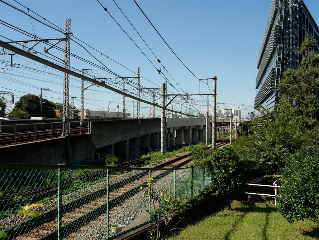 構築物と校舎と線路との位置関係_7