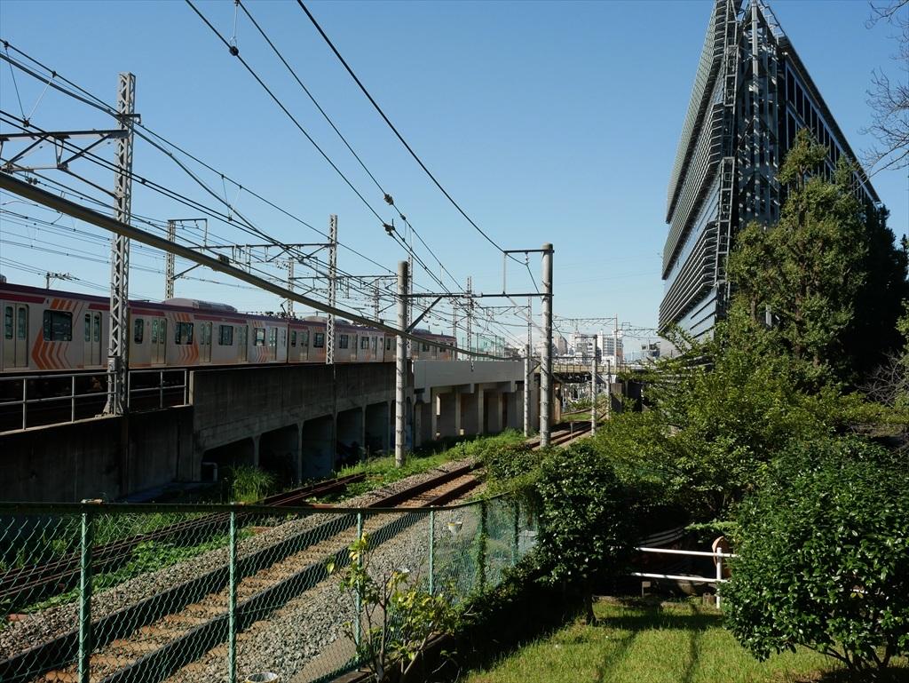 構築物と校舎と線路との位置関係_10