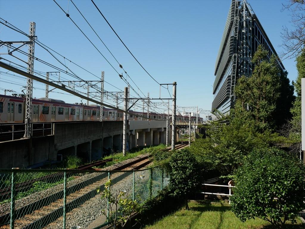 構築物と校舎と線路との位置関係_11