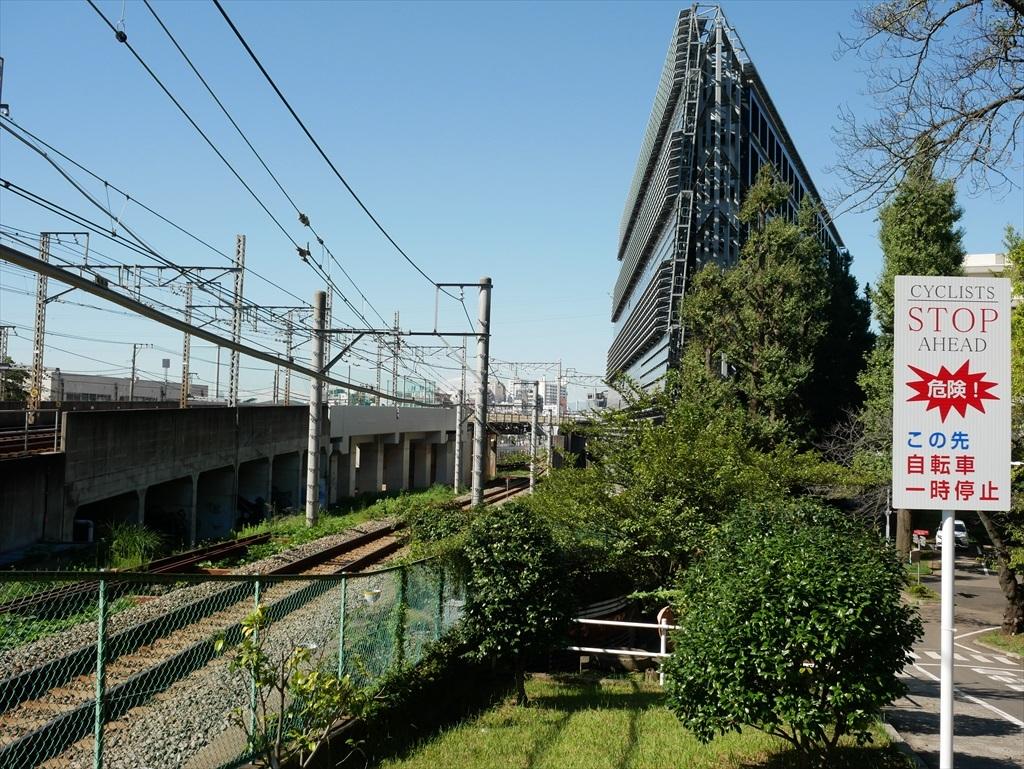 構築物と校舎と線路との位置関係_14
