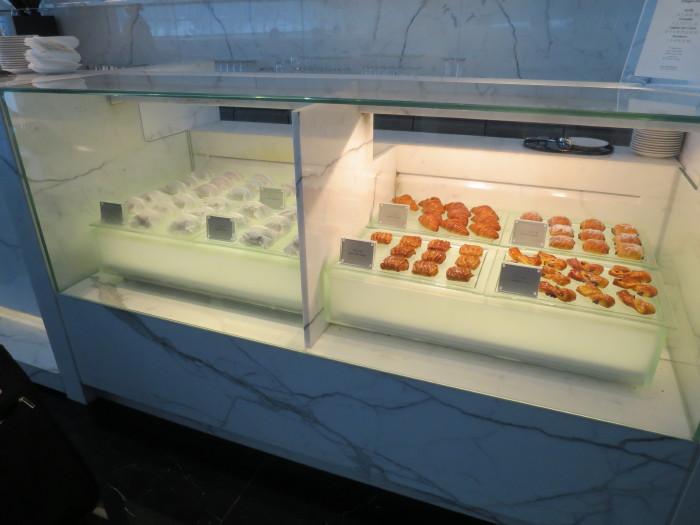 香港空港 ラウンジ 朝食