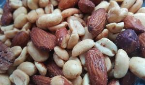 nuts-1436875_960_720.jpg