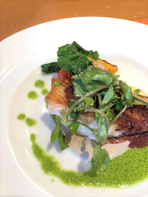 地産地消フレンチレストラン ル ボワァール 秋鮭の赤ワイン風味のムニエル マッシュルームソース