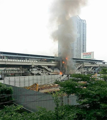 Fire at Onnut BTS station