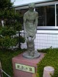 名鉄伊奈駅 親子の像