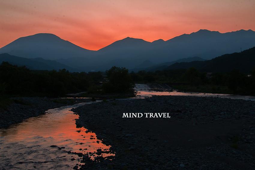 大谷川より男体山・女峰山を望む