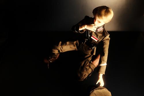 PARABOX、27cmスリム、弥勒ヘッド、メイクカスタム、膝をつく軍服の礼二郎