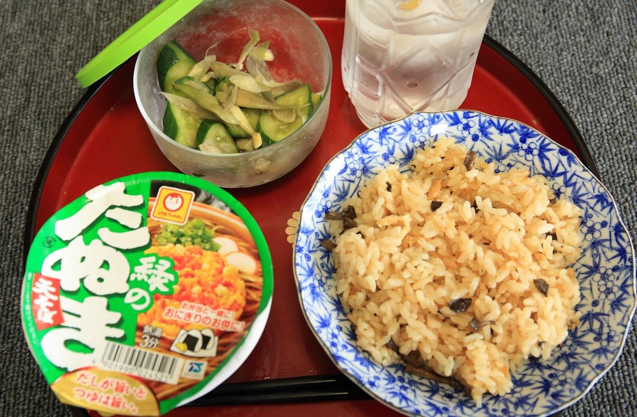 ブログ 残りご飯とミニカップ麺.jpg