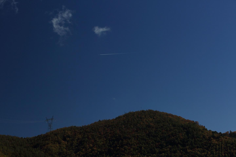 ブログ 飛行機から下界の紅葉を眺めてみたいね.jpg