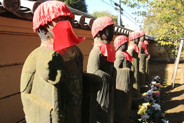 ブログ 上野寛永寺の六地蔵さん 何故かお顔を隠してしまいました.jpg