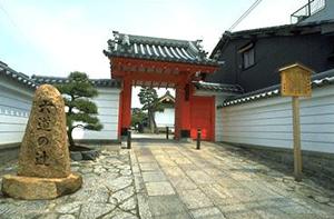珍皇寺入り口
